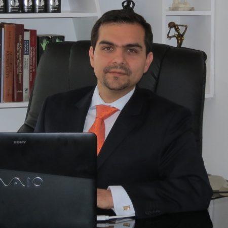 Dr. Diego Fernando Terán Riofrío