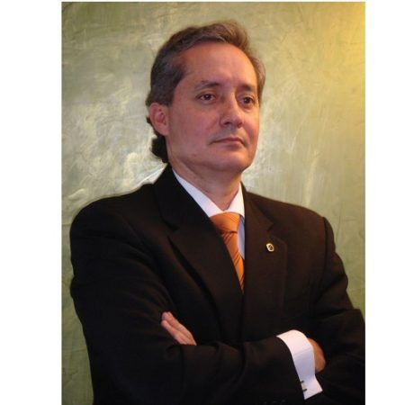 Dr. Roberto Almeida Valarezo