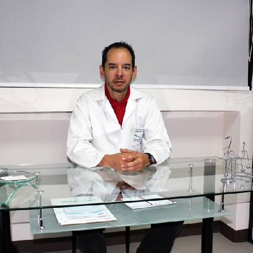 Dr. Franklin Paredes G.